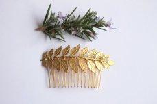 Maia leaf hair comb