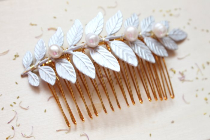pearl-leaf-hair-comb